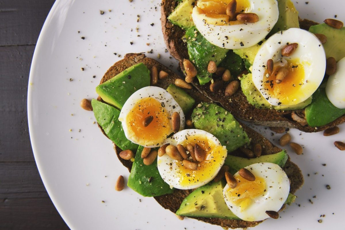 What to eat during pregnancy in the second trimester avocado eggs whole grain bread