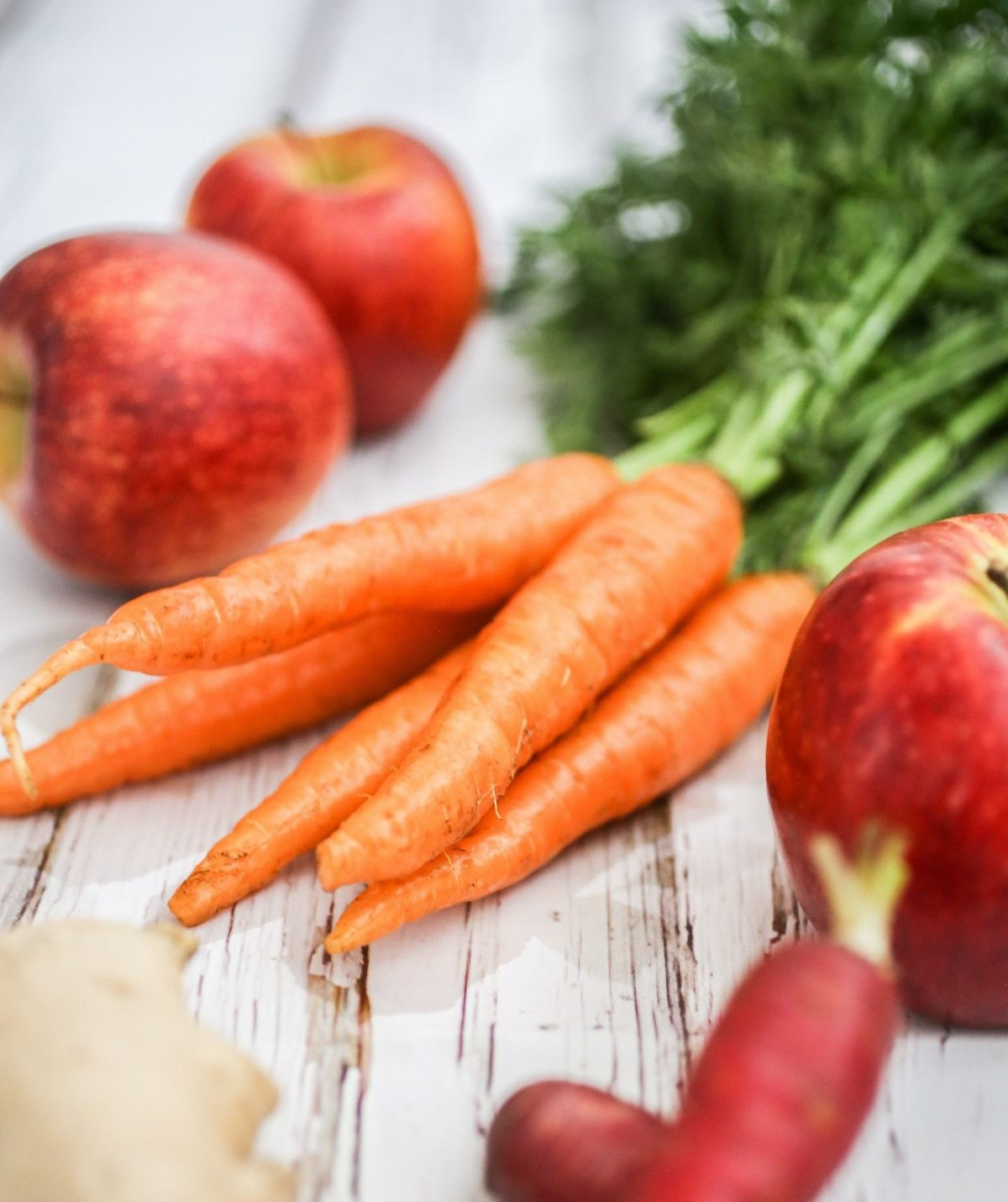 What is the first thing to eat after fasting apple or carrot