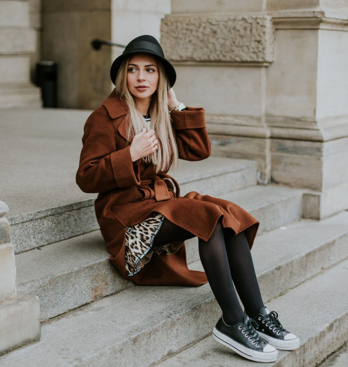 bucket hat autumn outfit for women