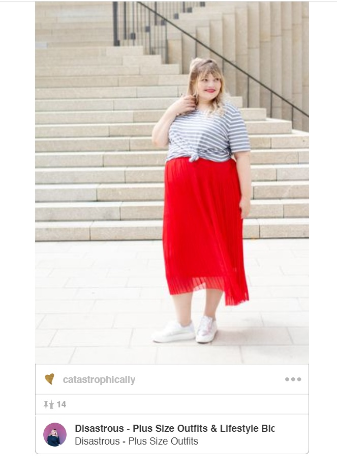 grey and white striped shirt outfit idea with red pleated skirt for summer