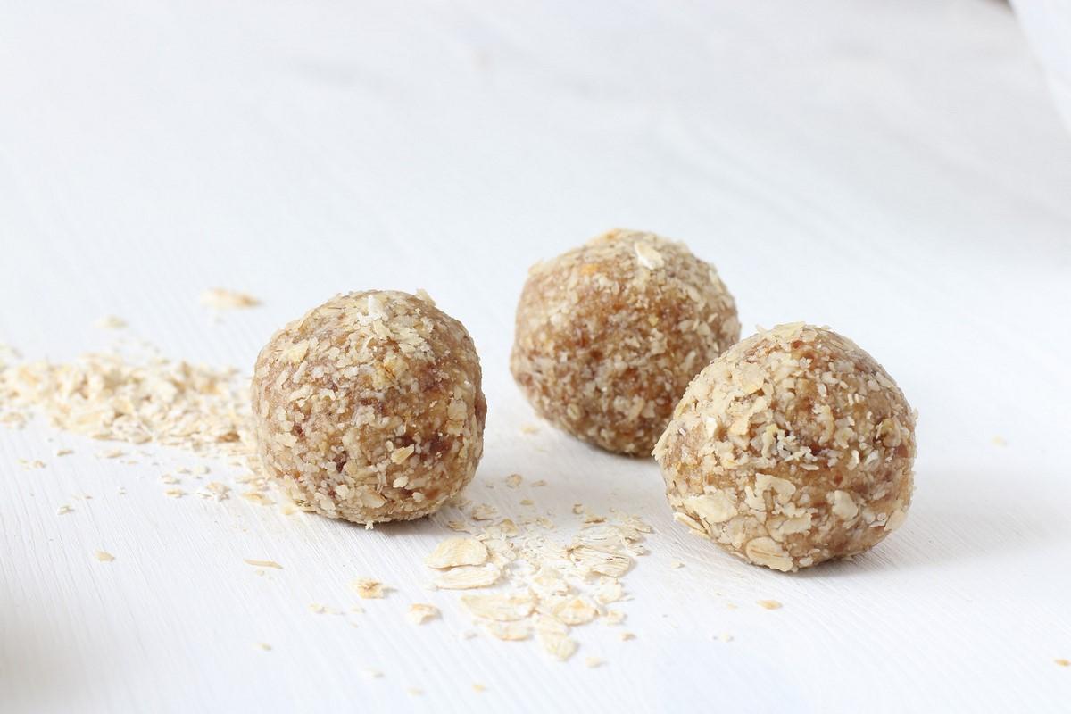 energy balls almond butter coconut dates