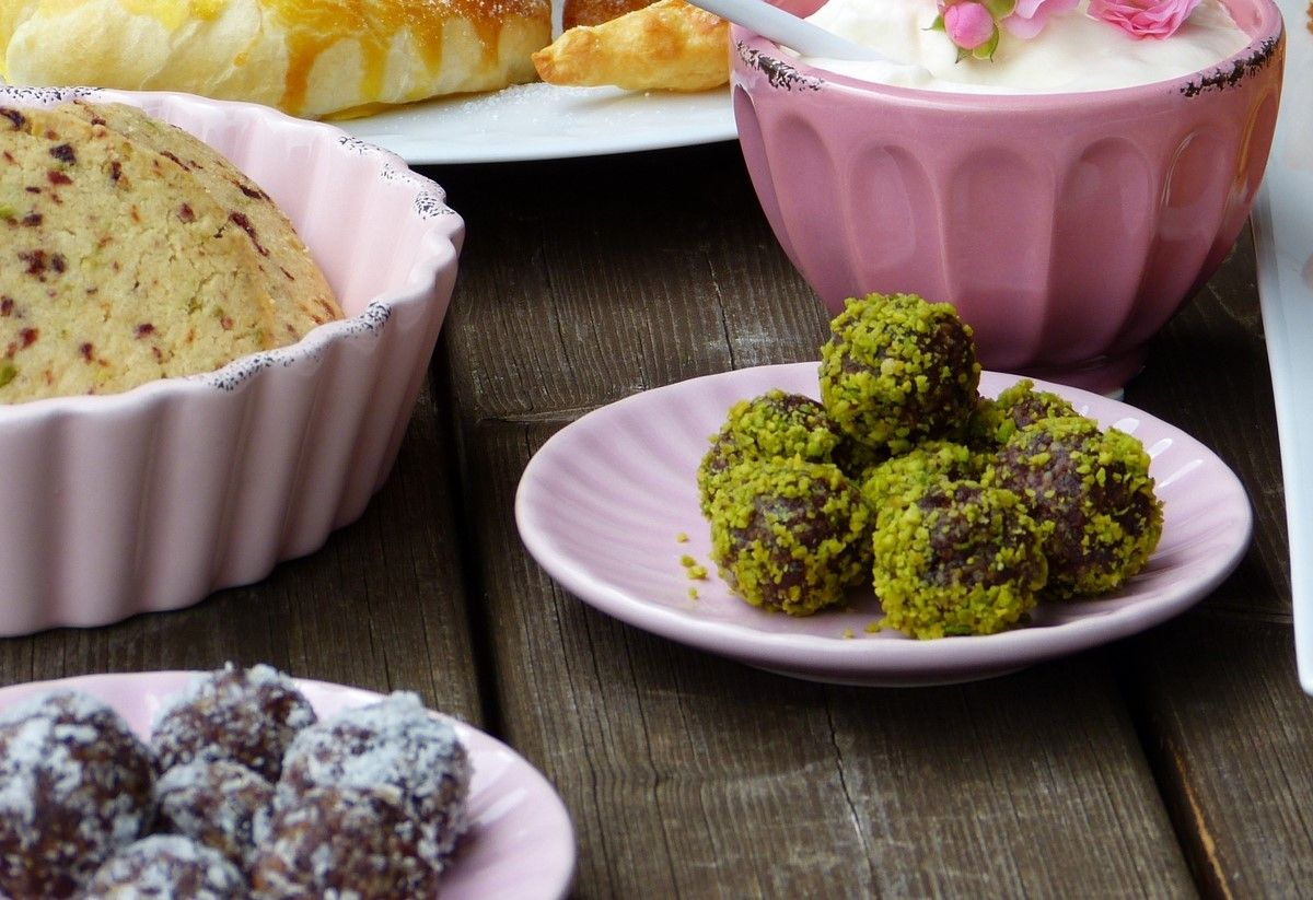 energy balls recipe with dates and pistachios