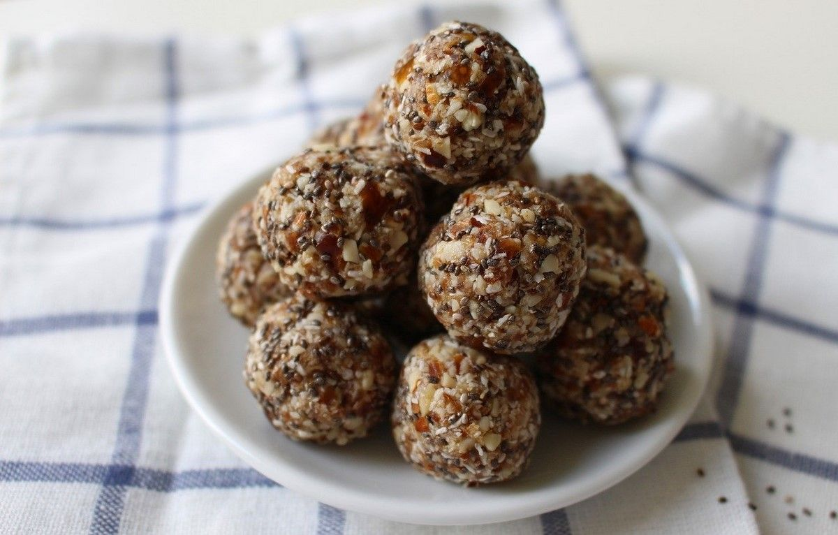 energy balls with chia seeds and nuts