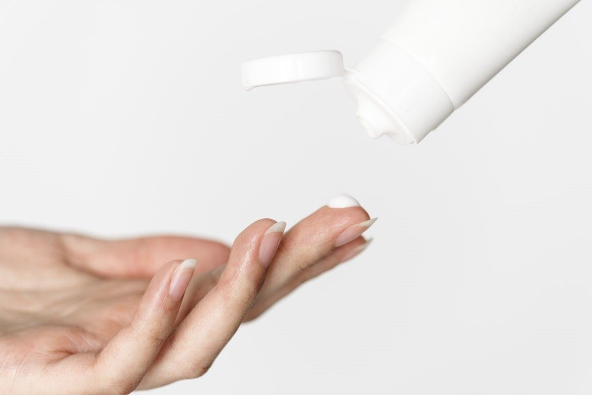 strenghten brittle nails with hand cream containing urea