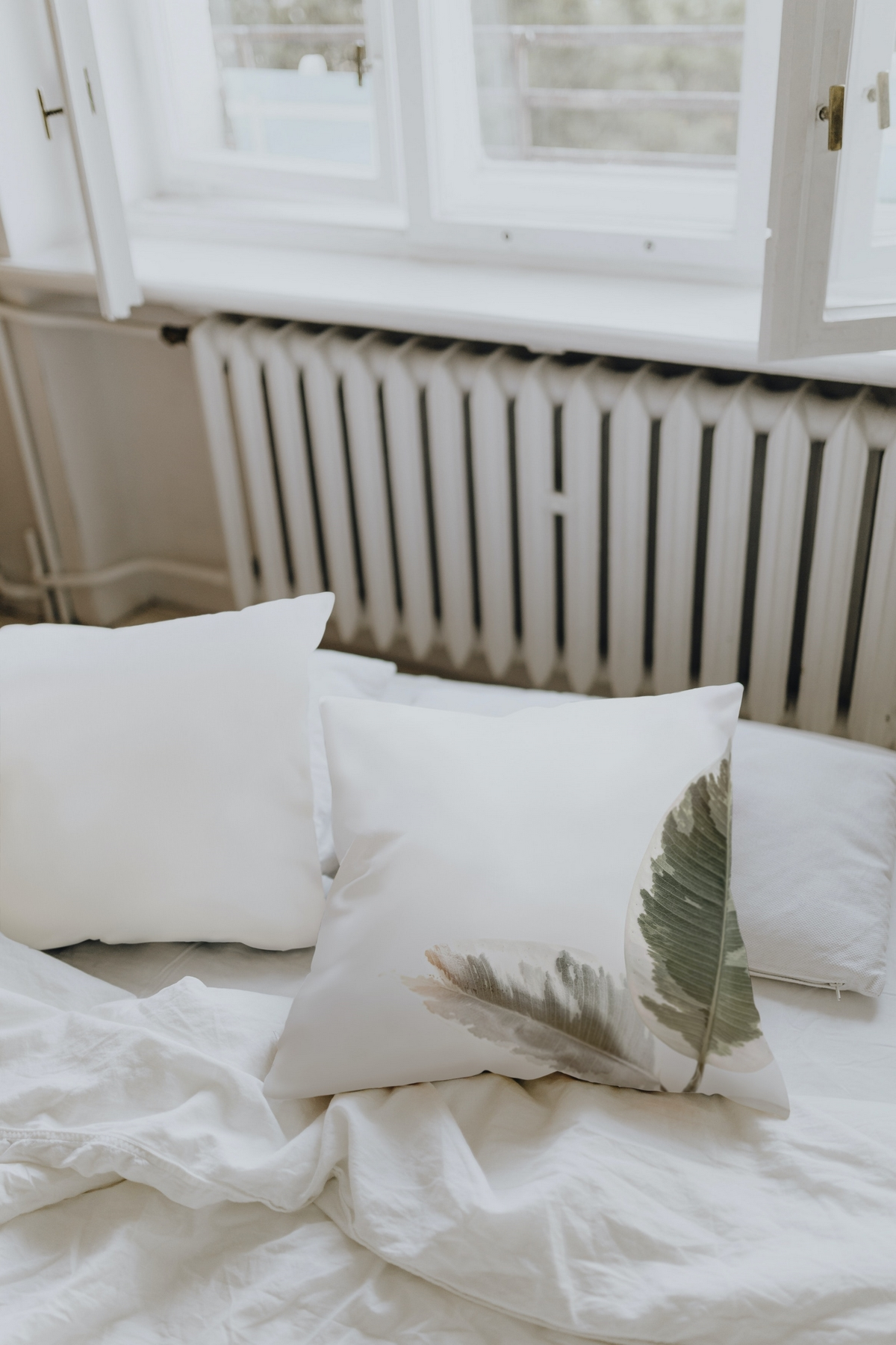 washing a decorative pillow with microfibre filling